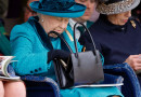 La Reina Isabel II utiliza un mismo bolso desde hace 50 años