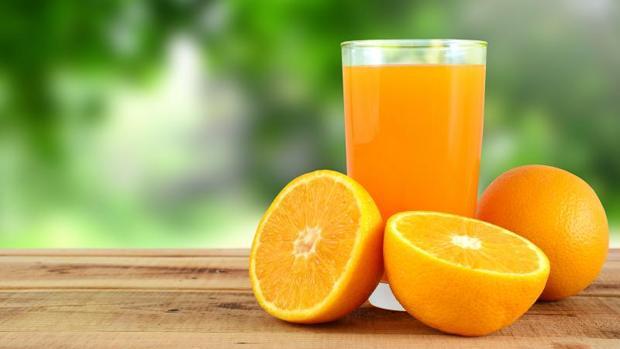 Zumo de naranja no debe considerarse un alimento saludable, según expertos