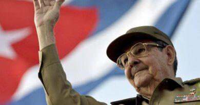 Raúl Castro renuncia al Partido Comunista de Cuba